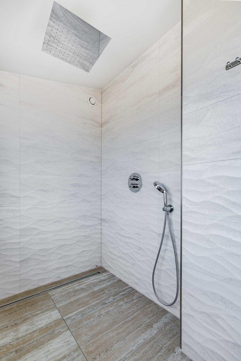 Badkamer deluxe suite zeezijde beachhouse hotel