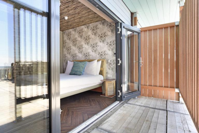 terras van de Terras zeezijde kamer beachhouse hotel