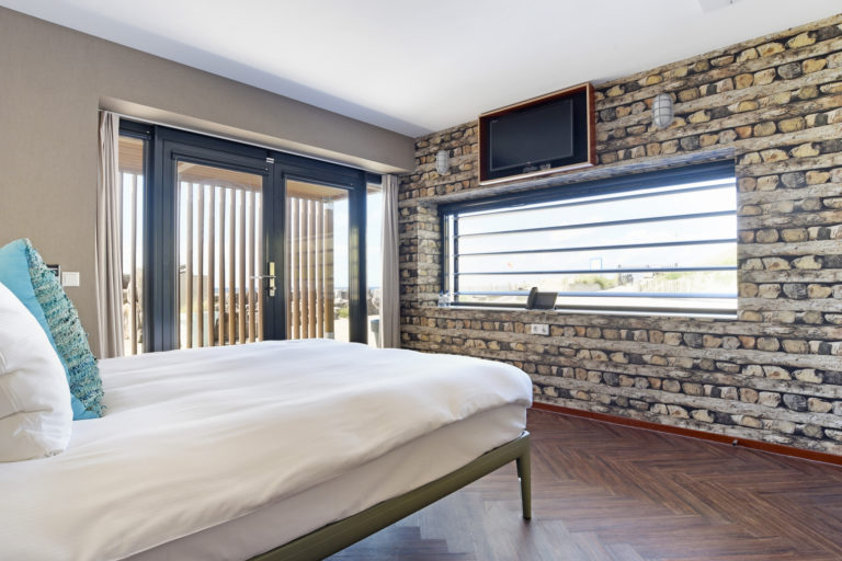 Uizicht vanuit het kingsize bed superior zeezijde beachhouse hotel