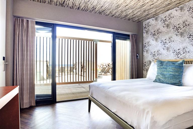 Slaapkamer aan het terras superior zeezijde Beachhouse hotel